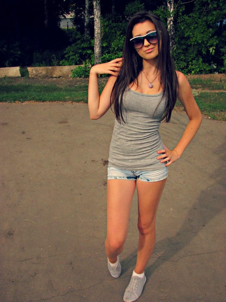 фото девушек в мини бикини